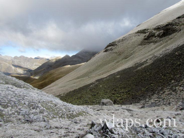 vallée avant le Col de Boucharo