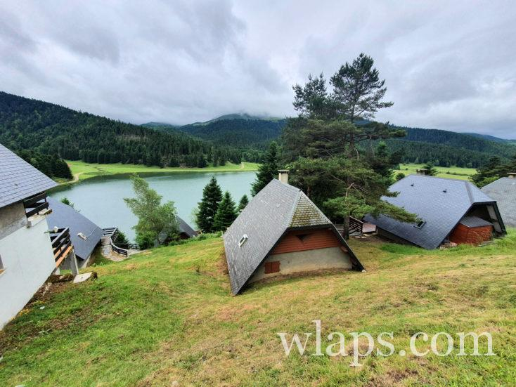 les chalets et le Lac de Payolle