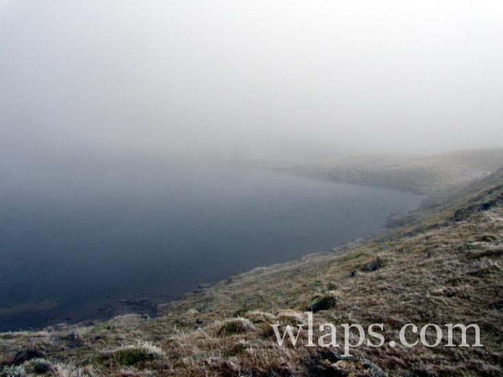 lac des Especières dans le brouillard