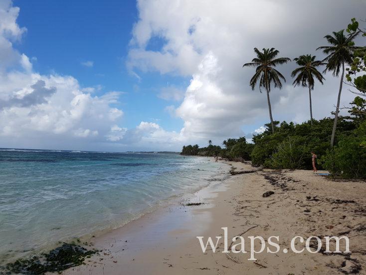 plage de Bois Jolan en décembre sous une météo maussade