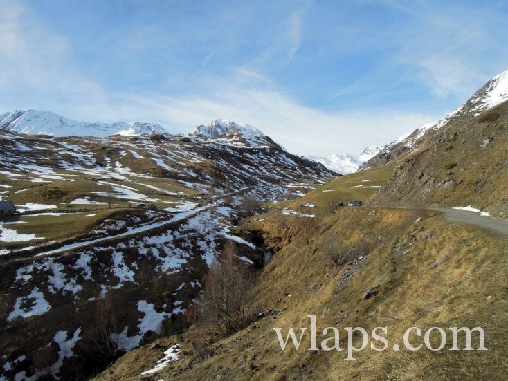 petite route qui mène au plateau de Saugué