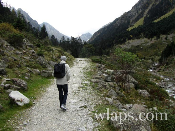 chemin de randonnée au Lac d'Estom