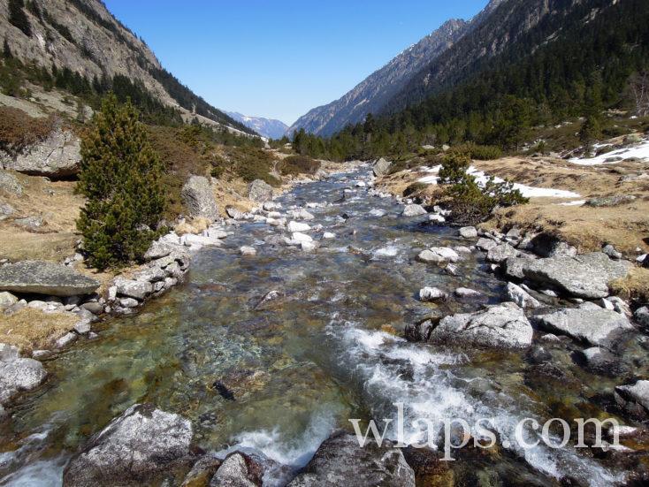 ruisseau qui va au Lac d'Estom