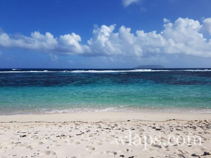 plage des salines face à l'île de la Désirade
