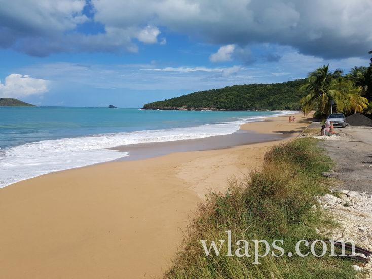 plage de Basse Terre avec une météo de décembre mitigée