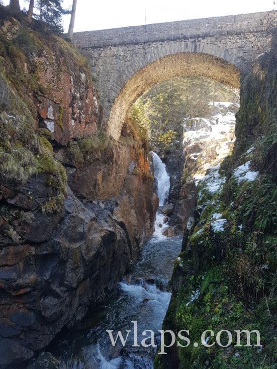 randonnée près de Cauterets avec un chien au pont d'Espagne