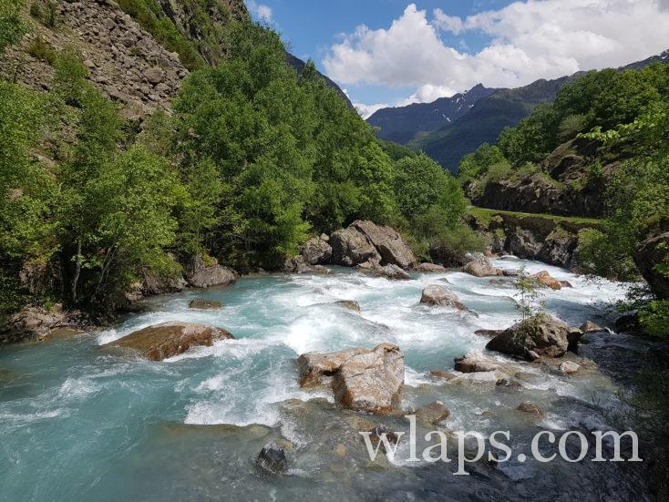 torrent dans les Pyrénées
