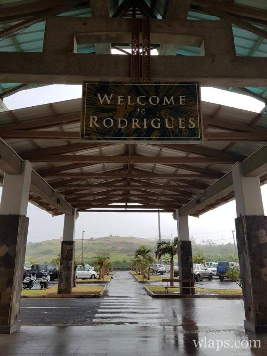 Une averse tropicale qui nous accueille à l'aéroport de l'ile Rodrigues