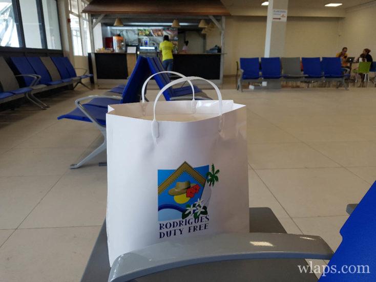 achats à la zone duty free de l'aeroport de rodrigues